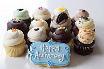 Enlarge photo of Anniversary Cupcakes Gift